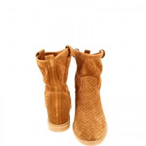 Camel Boots  Amazing By Laura Olaru