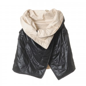 Jacket with derachable sleeves